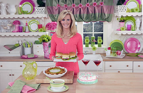 FAMOUS KITCHENS – Get the Look: Sandra Lee – TV Chef's Edition