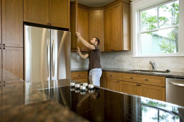 Common design mistakes: tall cabinets in the middle of your IKEA kitchen