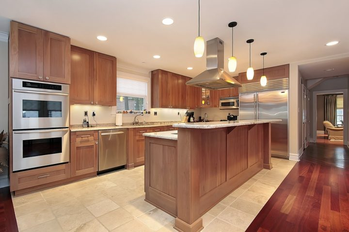 Common kitchen design mistakes: Countertop Overhangs