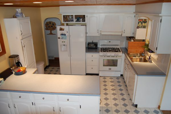 Kitchen before IKEA remodel