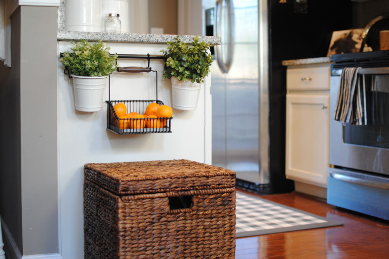 Ikea baskets in the kitchen for Baskets for kitchen cabinets