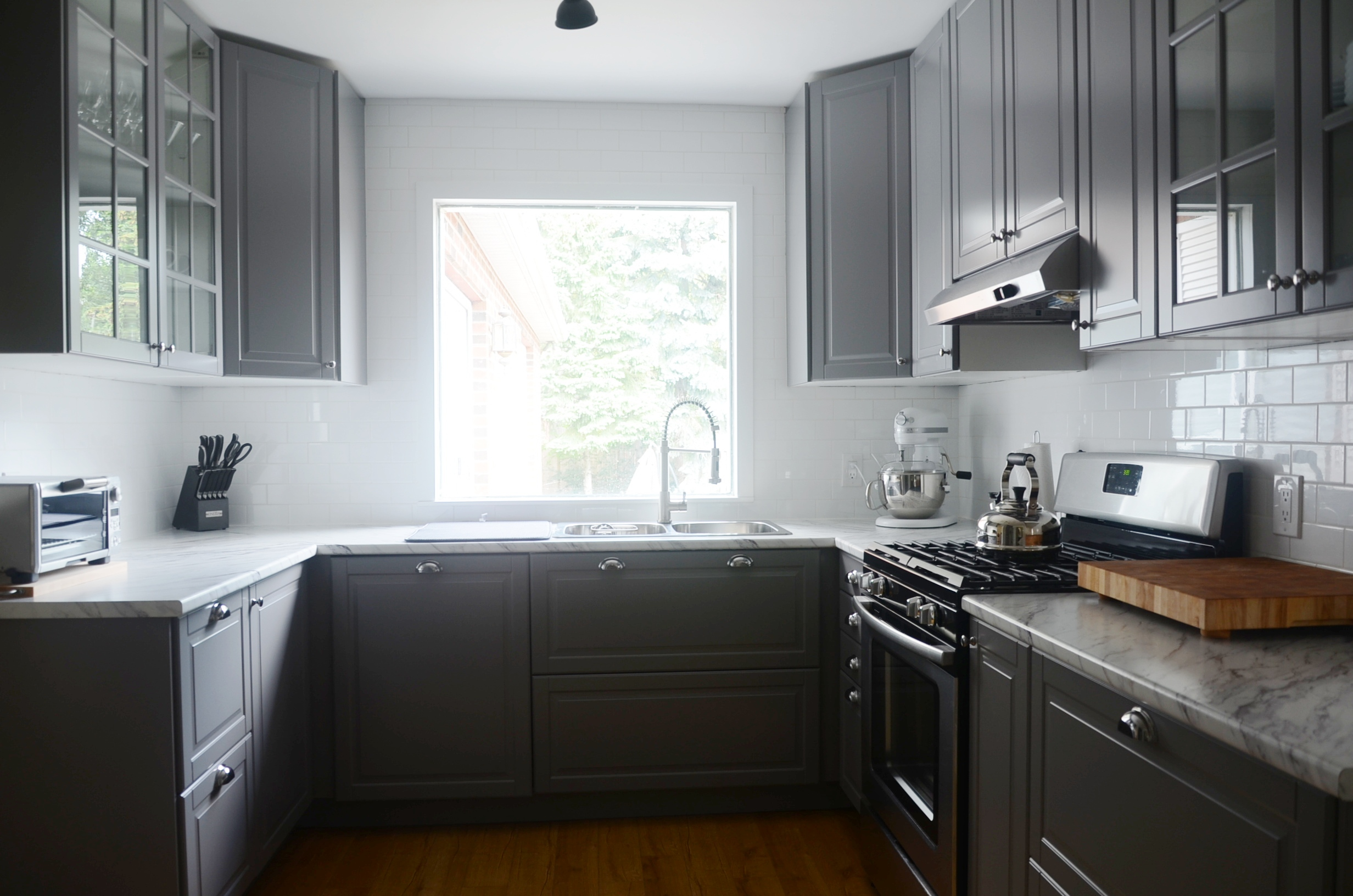 A modern ikea kitchen renovation in less than a month for Kitchen kitchen