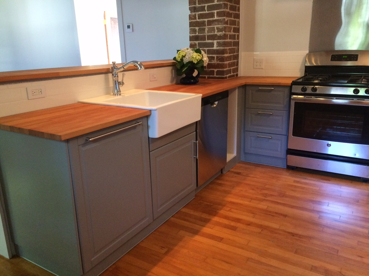 An ikea kitchen renovation saves this 1920s bungalow home for Bungalow kitchen layout