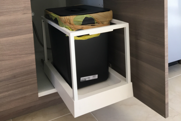 How ikea trash bin cabinets affect your kitchen design - Poubelle coulissante sous evier ikea ...